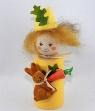 Ostermädchen gelb mit Hase u. Karotte