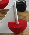 1 small boat, round, red