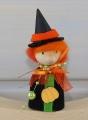 Halloween - schwarze Hexe mit Kürbis für Holzkränze