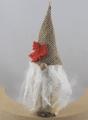 hoher Birkenwichtel mit hellbrauner Zipfelmütze, rotbraunem Ahornblatt und langem Bart, H 14 cm