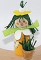 grass fille jaune with grass pot, H 10 cm, candlering figure