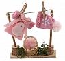 Wäscheleine mit rosa Kleid und Strickmütze, H 10 cm