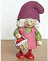 Nordika stehendes Zwergmädchen mit Erdbeer - Korb, 9 cm